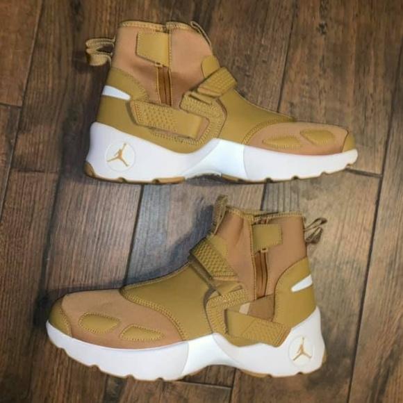 b19b39e7abc44 Jordan Nike men's Trunner LX high wheat shoes 10